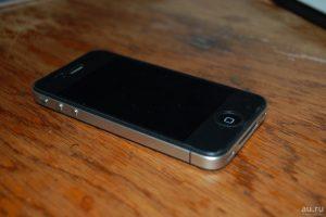 iphone_4_zabyl-300x200 Ежегодная традиция терять смартфоны от Apple